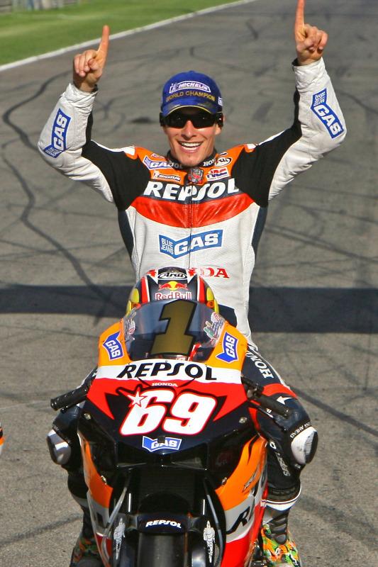 El Campeón Mundial de MotoGP 2006 Nicky Hayden en sesión de fotos