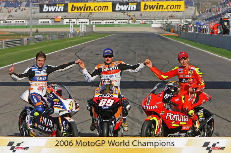 Campeón Mundial de MotoGP 2006: 125 campeón Álvaro Bautista; Campeón de MotoGP Nicky Hayden y 250 campeón Jorge Lorenzo