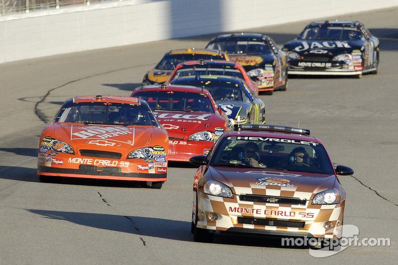 La voiture de sécurité Chevrolet Monte Carlo SS The Bass Prop Shops sort