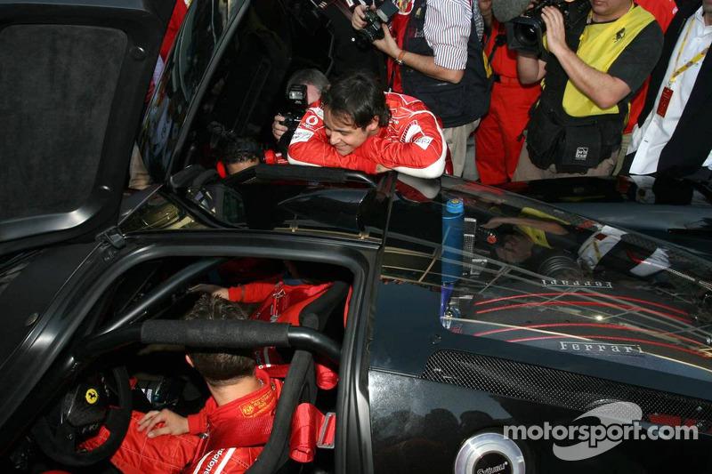 Michael Schumacher dans sa propre Ferrari FXX Road et Felipe Massa