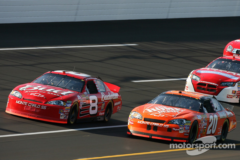 Dale Earnhardt Jr. y Tony Stewart