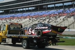 La voiture de Steve Wallace retourne sur la remorque pendant les essais