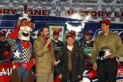 Eddie Gossage presents Mark Martin with the Busch Pole Award