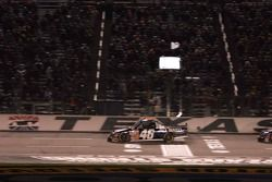 White flag for Clint Bowyer