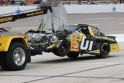 La voiture de Jay Sauter retoure sur la remorque