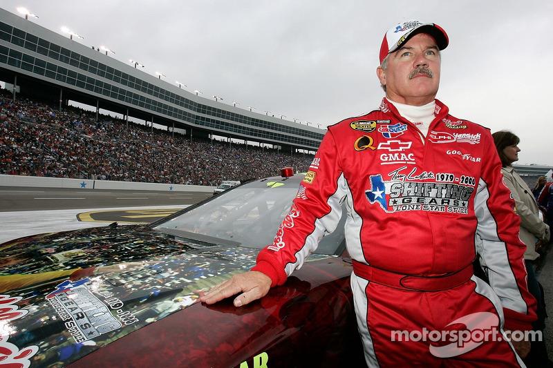 Terry Labonte pose avant son dernier départ en NASCAR NEXTEL Cup Series