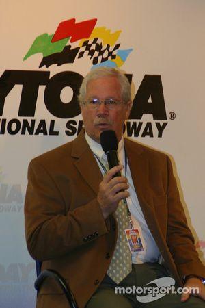 Conférence de presse : Le Président du Grand American Road Racing Roger Edmondson