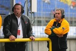 Alan Jones, patron de l'équipe australienne d'A1 et Alan Docking, Team Manager du A1Team Australia
