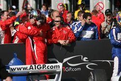 James Hinchcliffe célèbre sa deuxième place