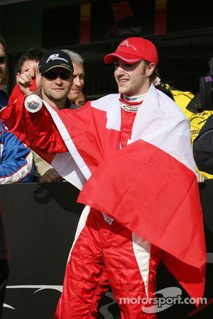 James Hinchcliffe reçoit une médaille pour la deuxième place