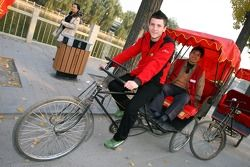 Alex Khateeb sur un cyclo-pousse