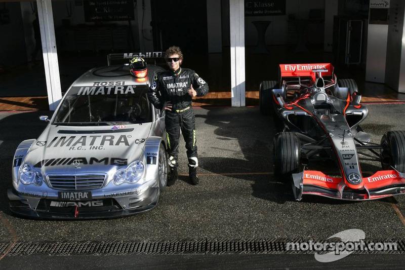 Valentino Rossi con el Mercedes-Benz AMG DTM y el McLaren Mercedes MP4-20
