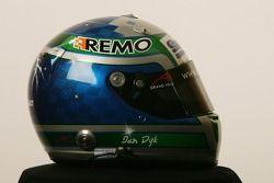 Helm Ian Dyk