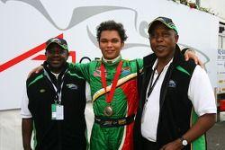 Adrian Zaugg met Tokyo Sexwale, Seat Holder A1GP Team Zuid-Afrika