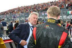 Willi Weber, Manager, met Nico Hulkenberg