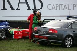 Adrian Zaugg, crasht in de tweede bocht