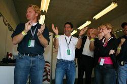 Team USA juicht als Phil Giebler de leiding pakt