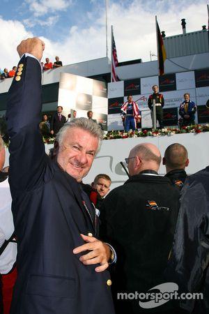 Willi Weber, Seat Holder A1Team Duitsland viert Nico Hulkenbergs zege