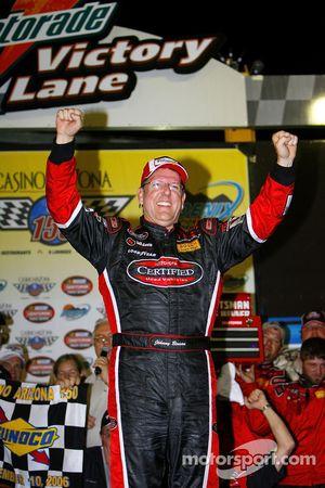 Victory lane:le vainqueur Johnny Benson