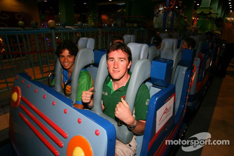 Cosmos World Theme Park, Kuala Lumpur: Tuka Rocha e John O'Hara