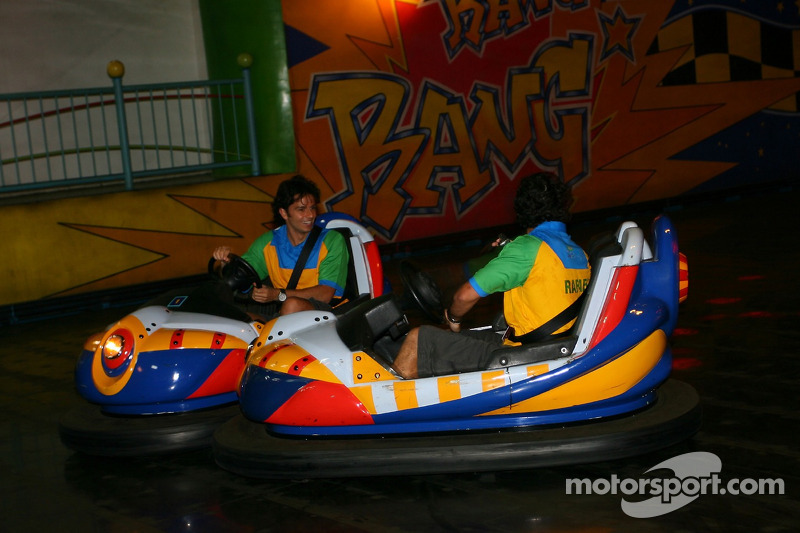 Cosmos World Theme Park, Kuala Lumpur: Tuka Rocha e Raphael Matos