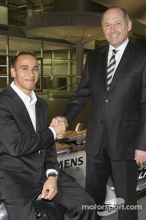 Lewis Hamilton ve Ron Dennis, McLaren Technology Centre