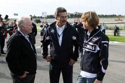 Себастьян Феттель со своим отцом Норбертом и главой BMW Motorsport Марио Тайссеном