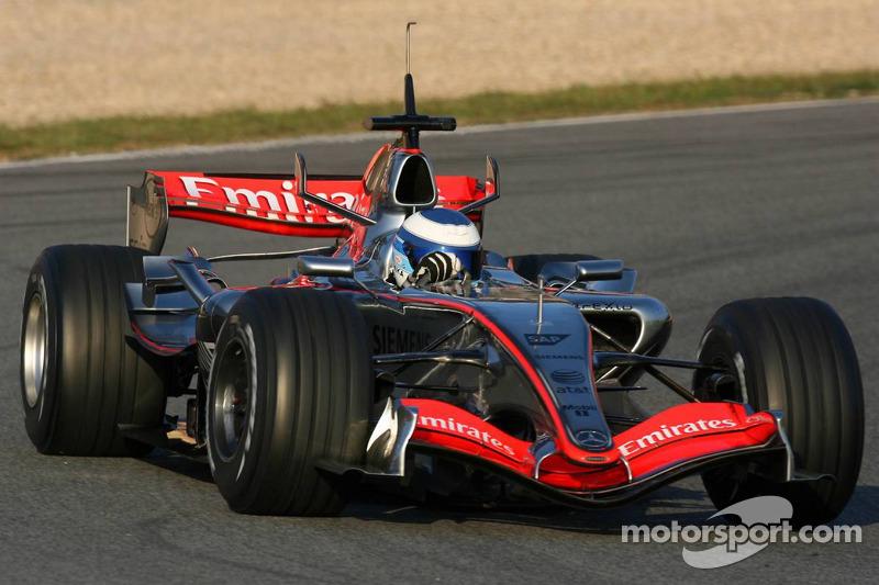 Mika Hakkinen, al volante del McLaren Mercedes MP4-21 (2006)