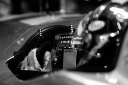 Le volant et le tableau de bord de l'Audi R10 TDI Power du Audi Sport North America