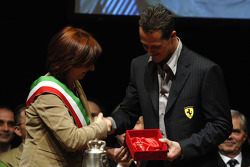 Michael Schumacher receives city keys by Mayor Lucia Bursi