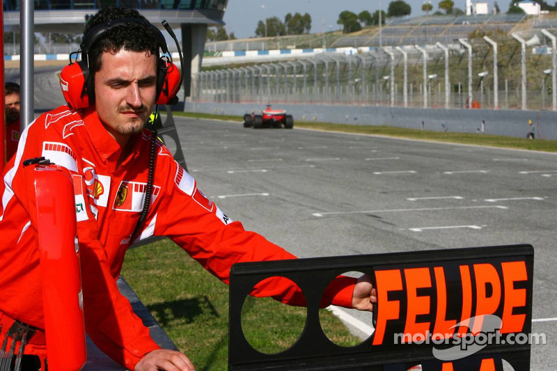 Felipe Massa pitboard