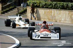 Clay Regazzoni leads Denny Hulme