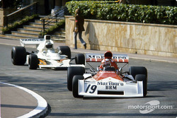 Clay Regazzoni devant Denny Hulme