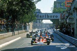 Primera vuelta: Clay Regazzoni lidera a su compañero del equipo Ferrari Niki Lauda