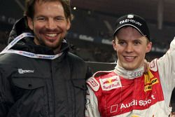 Ganador de la Carrera de Campeones Mattias Ekström ceelbra con Fredrik Johnsson