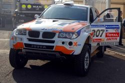 El X-Raid BMW de Jutta Kleinschmidt y Tina Thorner