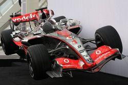 yeni McLaren Mercedes MP4-22
