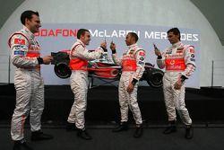Gary Paffett, Fernando Alonso, Lewis Hamilton y Pedro de la Rosa