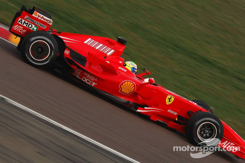 Felipe Massa prueba el nuevo Ferrari F2007