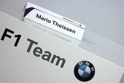 Namensschild Dr. Mario Theissen, BMW-Motorsportdirektor