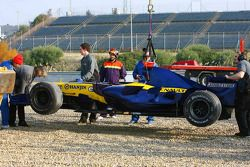 Renault F1 R27, Giancarlo Fisichella after a spin gravel