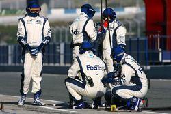 Williams F1 takım elemanları prepare pit stop practice