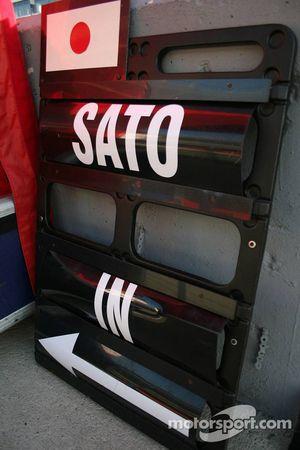 Takuma Sato pitboard