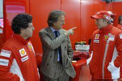 Luca Baldisserri, head, trackside operations ve Luca di Montezemolo ve Kimi Raikkonen