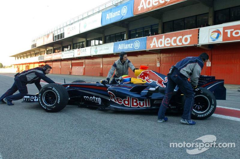 Mark Webber en el nuevo Red Bull Racing RB3
