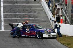 L'At Speed Motorsports Porsche GT3 Cup (Ian Baas, Joel Feinberg, Bruce McQuiston, Joe Safina) en difficulté dans la pitlane