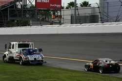 L'Extreme Motorsports Group Nissan 350Z (Anthony Puleo, Squeak Kennedy, Ray Webb) arrêtée en piste