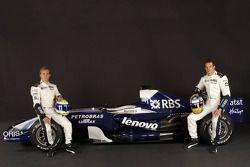 Nico Rosberg y Alexander Wurz posan con el Williams FW29