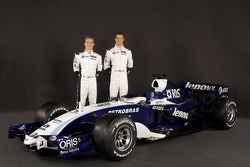 Nico Rosberg ve Alexander Wurz pose ve Williams FW29