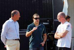 Исполнительный директор McLaren Рон Деннис и Фернандо Алонсо